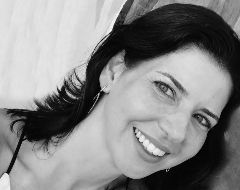 Firmenich contrata Julia França para a diretoria de Marketing de Fine Fragrances Brasil