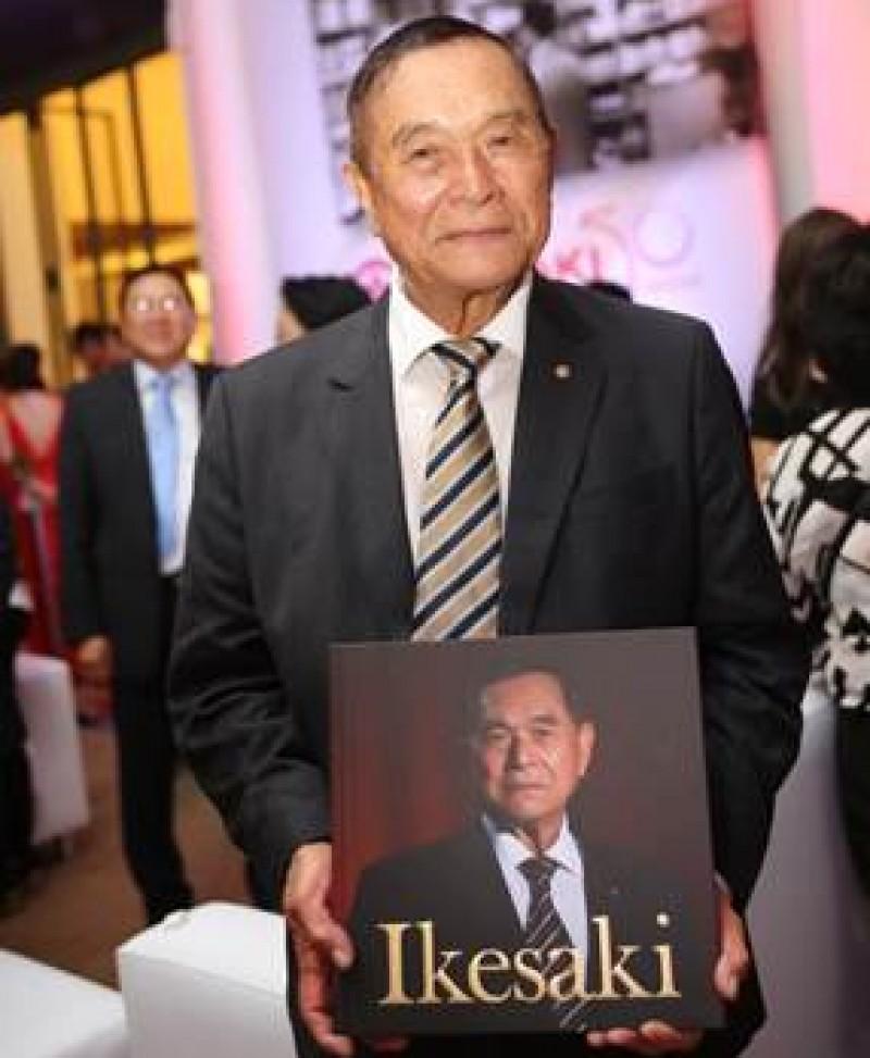 Hirofumi Ikesaki lan�a livro compartilhando a sua hist�ria
