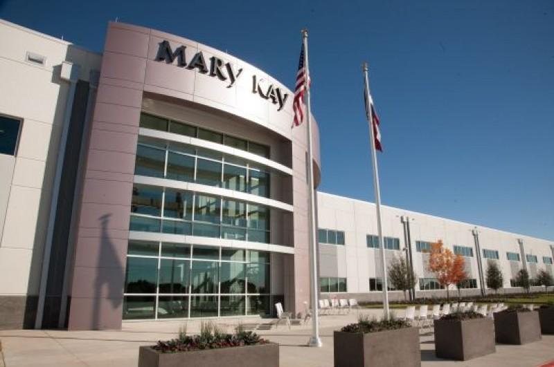 Mary Kay produz álcool em gel para doações em todo o mundo