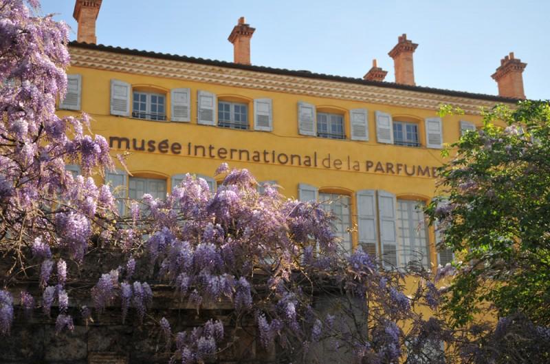 YouWithUs e Renata Ashcar oferecem segunda versão do roteiro Route du Parfum